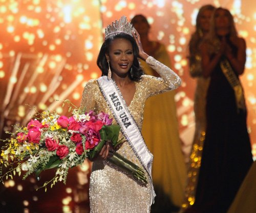 Miss District of Columbia Deshauna Barber is crowned Miss USA 2016