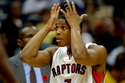 Kyle Lowry helps Toronto Raptors storm past Charlotte Hornets