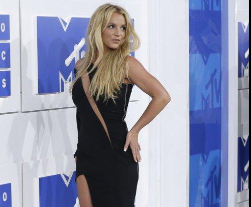 Britney Spears receives Icon Award at Radio Disney Music Awards