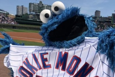 Cookie Monster sings 'Take Me Out to the Ball Game' at Wrigley Field