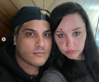 Amanda Bynes introduces fiance in new video: 'I'm so lucky'