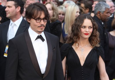 Rep says Depp, Paradis not married