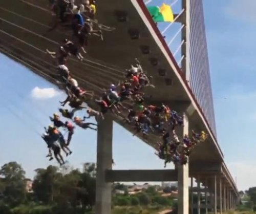 Nearly 150 daredevils jump from bridge for 'rope jumping' record