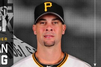 Pittsburgh Pirates' Ryan Vogelsong hospitalized after taking pitch to face