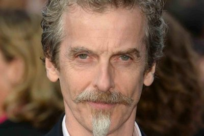 'Doctor Who' showrunner: Peter Capaldi to stay past Season 10