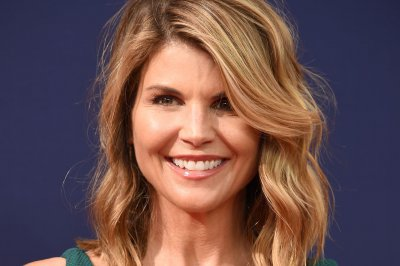 Lori Loughlin, husband plead not guilty in college admissions case