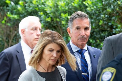 Lori Loughlin, Mossimo Giannulli get prison in college scandal
