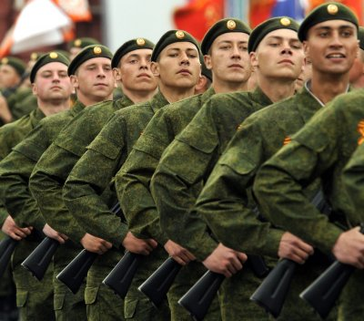 Russia getting soldiers badminton supplies