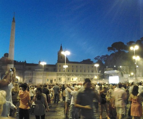 Anti-immigration rally in Rome brings out thousands, incites counter-protest