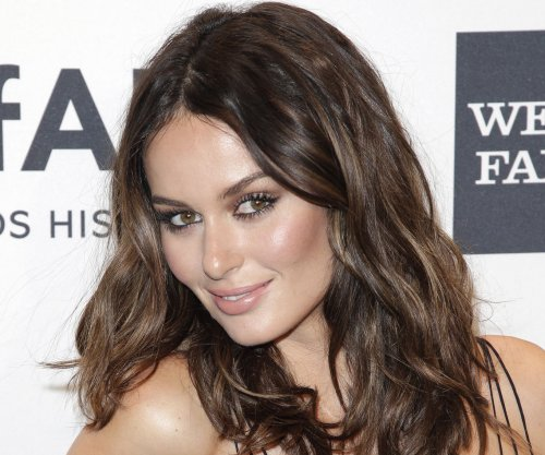 Model Nicole Trunfio breastfeeds on 'Elle Australia' cover
