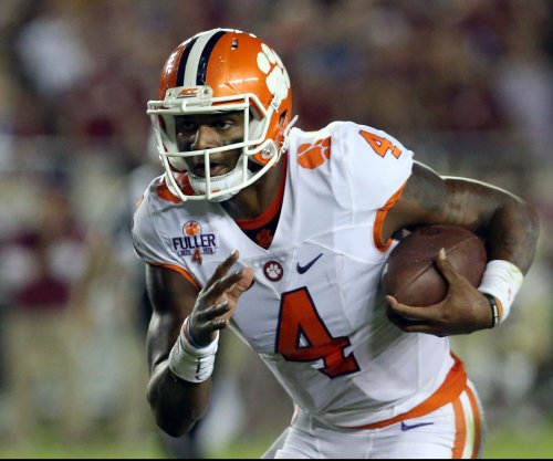 Lamar Jackson, Deshaun Watson split top college football awards