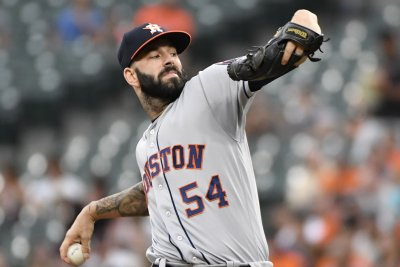 Oakland Athletics trade for Detroit Tigers pitcher Mike Fiers