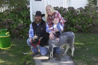 Iowa family's 26.6-inch-tall bull dubbed world's shortest by Guinness