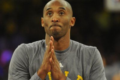 Kobe Bryant helps Lakers to first win