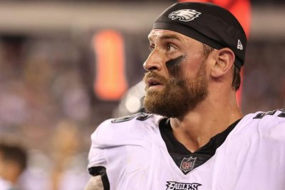 Philadelphia Eagles' Chris Long says he's sorry for not trying to recover fumble