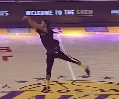 Los Angeles Lakers fan sinks half-court shot for $100K