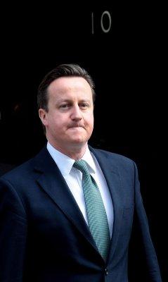 Britain's Cameron visits Myanmar, Suu Kyi