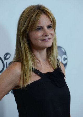 Jennifer Jason Leigh cast in Quentin Tarantino's 'Hateful Eight'