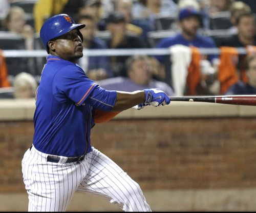 Cleveland Indians officially sign INF Juan Uribe to one-year deal