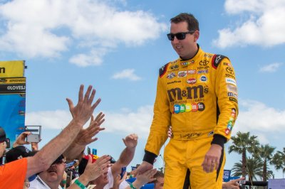Kyle Busch leads JGR sweep of Phoenix qualifying