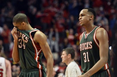 Giannis Antetokounmpo helps Milwaukee Bucks clinch 2017 NBA playoffs berth