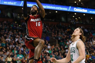 James Johnson staying with Miami Heat on four-year deal