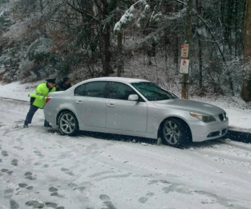 Cold weather, winter storm kill 10 across Southern U.S.