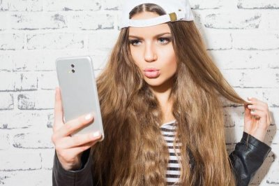 Posting more selfies linked to increased interest in plastic surgery