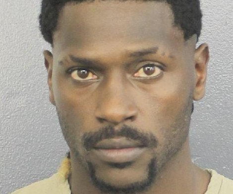 Antonio Brown turns himself in to police at South Florida jail