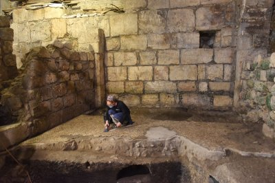 Israeli dig finds 2,000-year-old underground complex near Western Wall