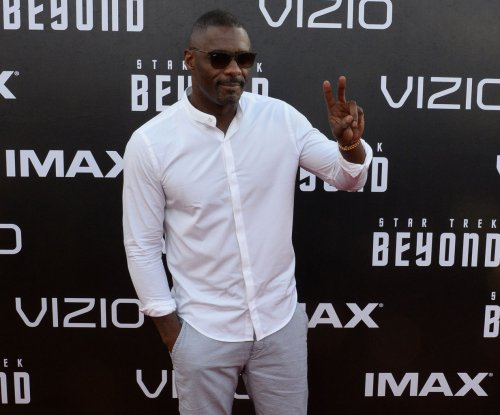 Idris Elba makes professional kickboxing debut