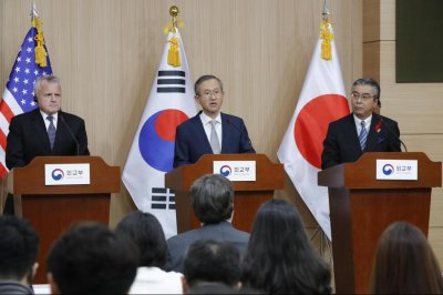 S. Korea, U.S., Japan agree to seek all diplomatic options on North Korea
