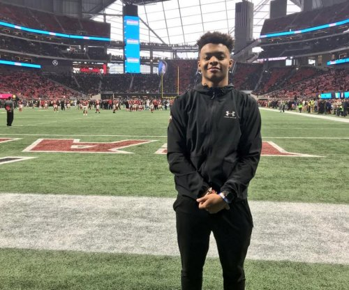 Justin Fields: Nation's top recruit to enroll early with Georgia Bulldogs