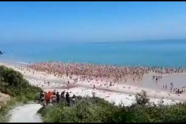 Watch Women Break Skinny Dipping Record In Ireland - Upicom-1588
