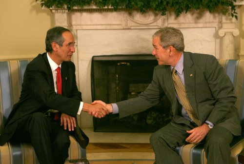 Bush, Colom talk trade, drug trafficking
