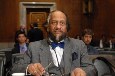 Pachauri steps down from U.N. post