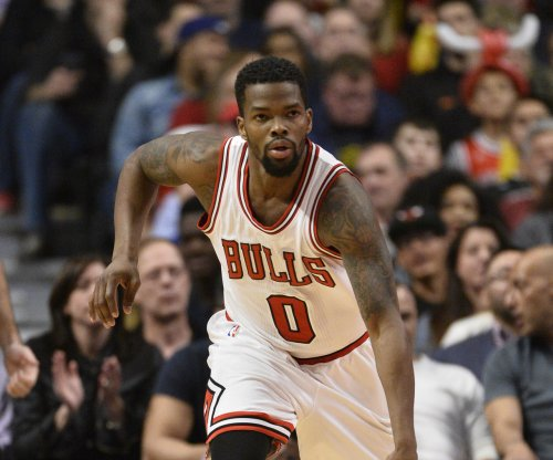 Indiana Pacers sign PG Aaron Brooks