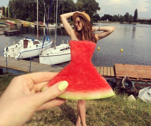 'Watermelon dress' trend uses perspective illusion to create faux fashions