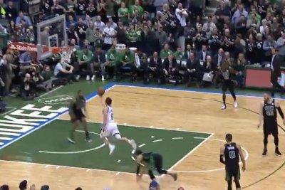 Bucks' Dellavedova catches Celtics sleeping on inbound pass