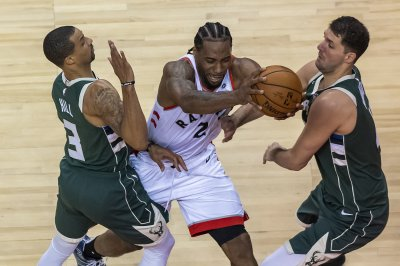 Kawhi Leonard, Toronto Raptors defeat Milwaukee Bucks in double overtime