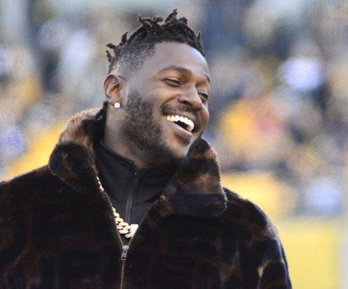 Oakland Raiders WR Antonio Brown rejoins team at camp