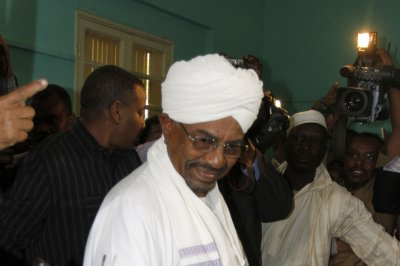 Sudan's Bashir defies court, returns from South Africa