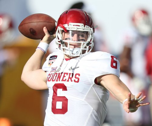 Oklahoma Sooners: Baker Mayfield keeps going, even with shoulder issue