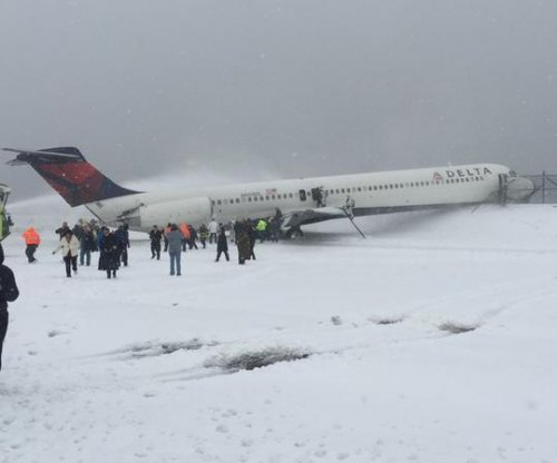 Delta plane skids off La Guardia runway, all passengers safe
