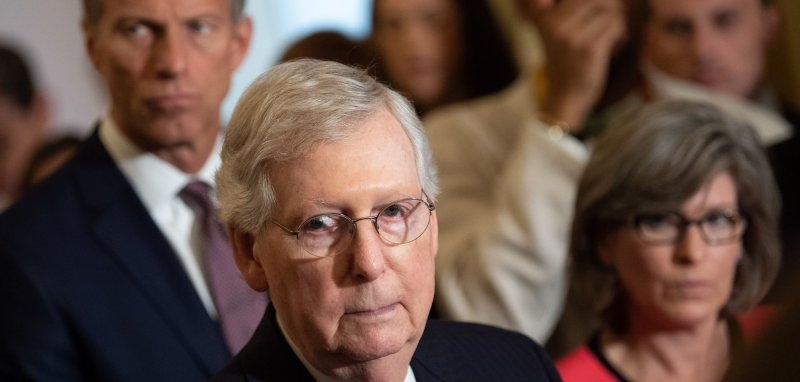 Mitch Mcconnell Fractures Shoulder In Fall Upi Com
