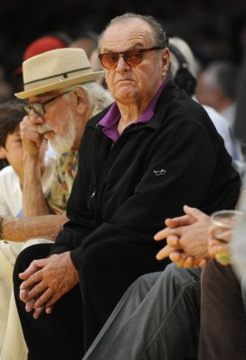 Jack Nicholson ignores two kids at Clippers game [VIDEO]