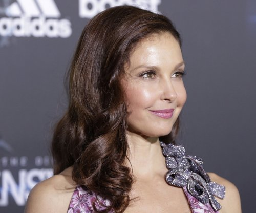 Ashley Judd to press charges over explicit Twitter threats