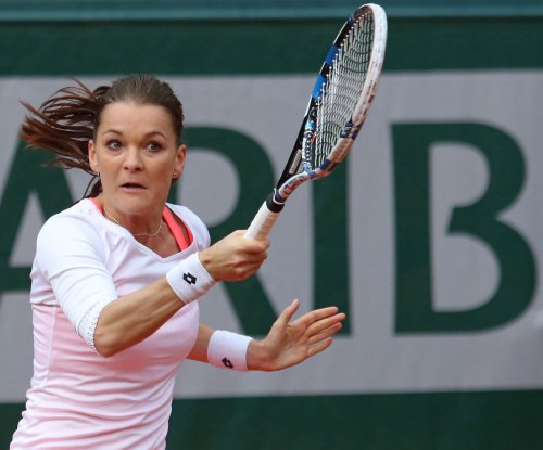 Agnieszka Radwanska beats Johanna Konta in China Open women's final