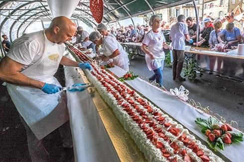 World's longest French strawberry cake served at festival