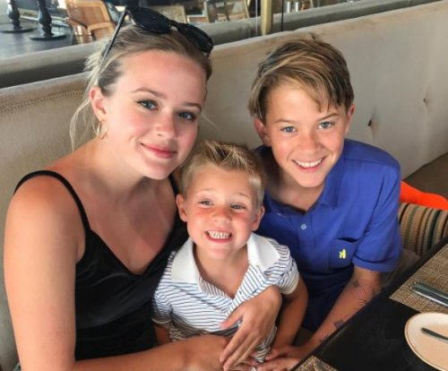Reese Witherspoon shares photo of her kids: 'Love my crew!'
